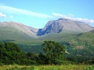 Ben Nevis Højeste bjerg på de Britiske øer med sine 1346 m. Mere end 100.000 gæster dette bjerg hvert år. Vejret er ikke altid lige så gæstfrit som på billedet