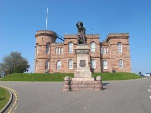 Sidste løbedag hvor destination start som slut hedder Inverness Castle som ligger på toppen af en (for trætte ben) stejl bakke. Men som giver en smuk udsigt over byen. Når dette syn kan nydes er turen gennemført og gode oplevelser ligger bag os. Som deltager føler du dig en smule stolt. Du har løbet 140- 150 km.