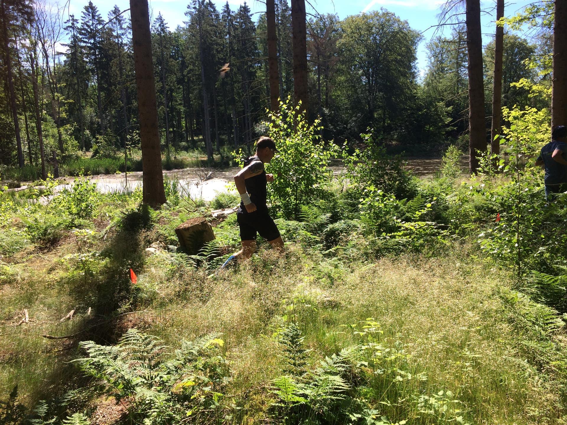 Løberejser løber Trailman i Rude skov